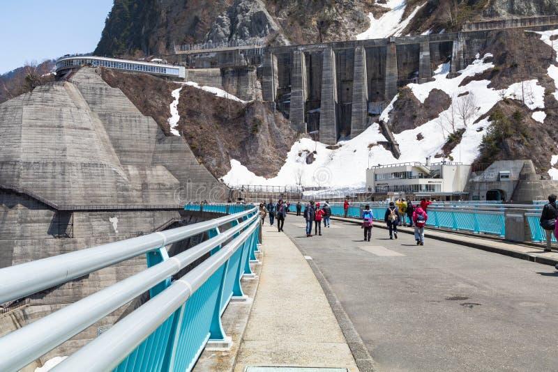 TOYAMA, JAPÓN - 30 de abril de 2017: Ruta alpina de Tateyama Kurobe, foto de archivo libre de regalías