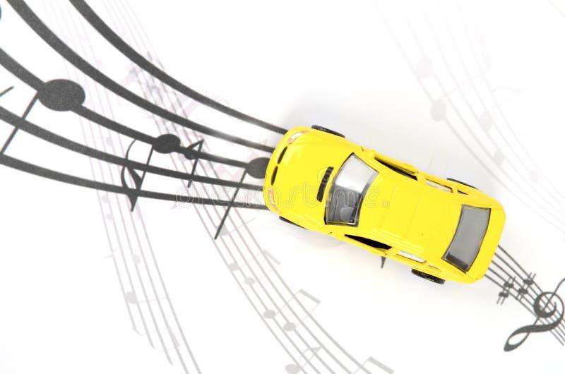 Toybil och musik royaltyfri illustrationer