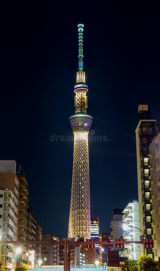 Toykoen Skytree är gör ljusare upp på natten arkivfoto