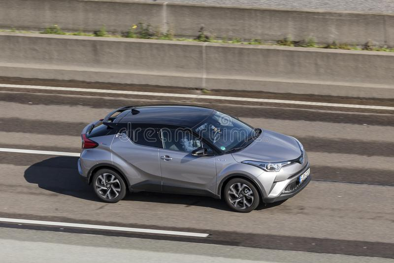 Toyota C-HR auf der Autobahn stockfoto
