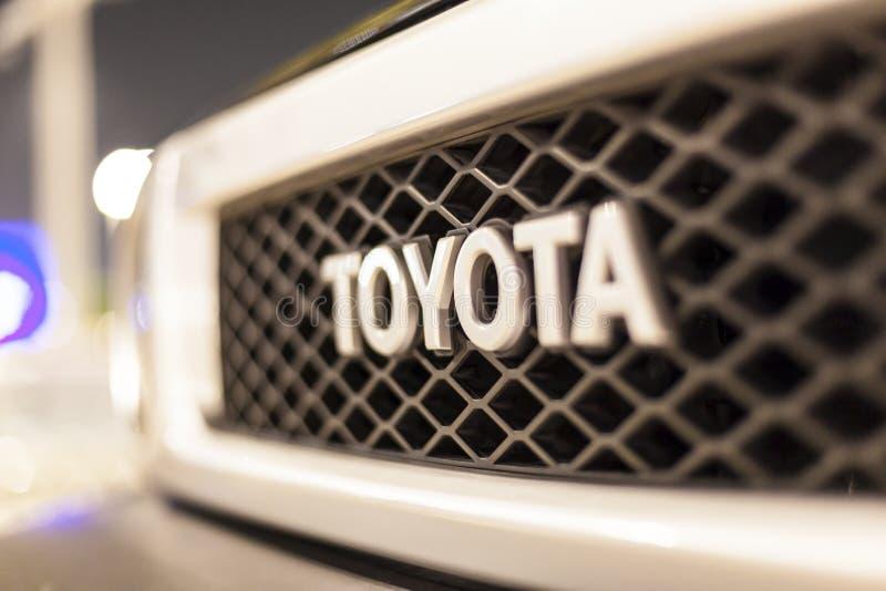 Toyota-embleem op een auto stock fotografie