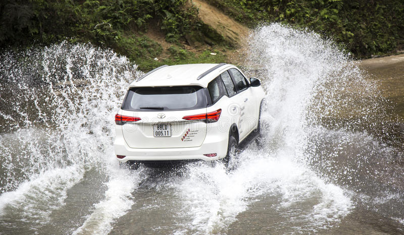 Toyota Fortuner 2017 SUV w próbnej przejażdżce fotografia stock