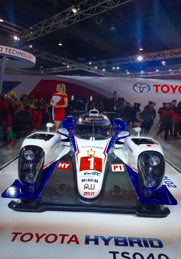 Toyota stellt sich an Selbstausstellung 2016, Noida, Indien zur Schau stockbilder