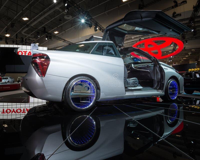 Toyota zurück zu dem zukünftigen Fusions-Konzept lizenzfreies stockbild