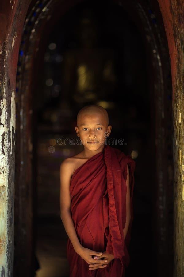 TPortrait Myanmar del monaco di Myanmar del monaco la sua durata della religione del Myanmar immagini stock libere da diritti