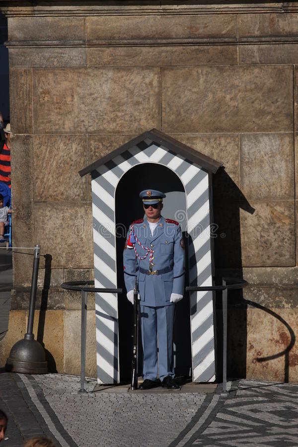 TPrague: aug 28. 2016 - Czech soldier on guard at Prague Castle royalty free stock photo