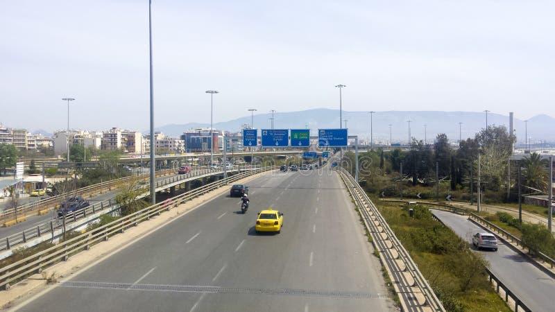 Tráfego claro em uma estrada da cidade de Atenas imagem de stock royalty free