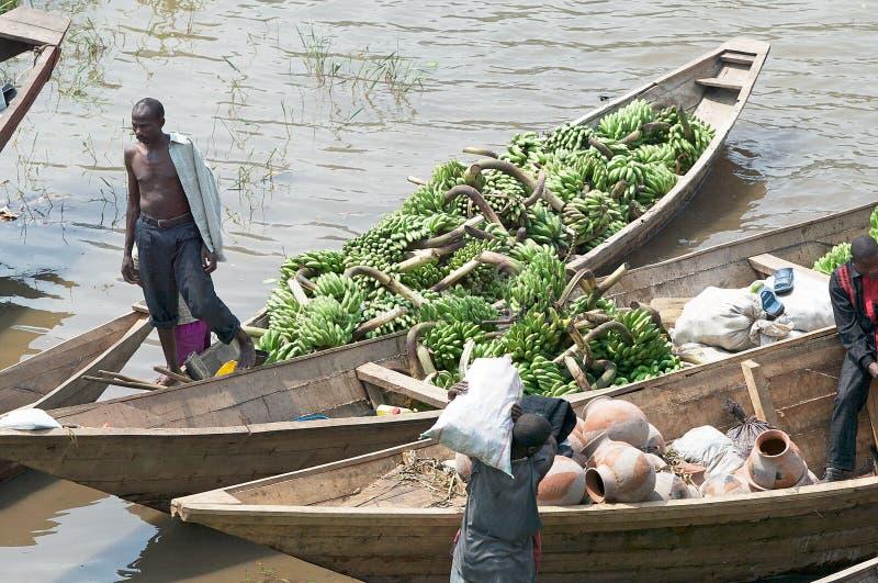 Tráfego comercial ao longo do lago Kivu foto de stock royalty free