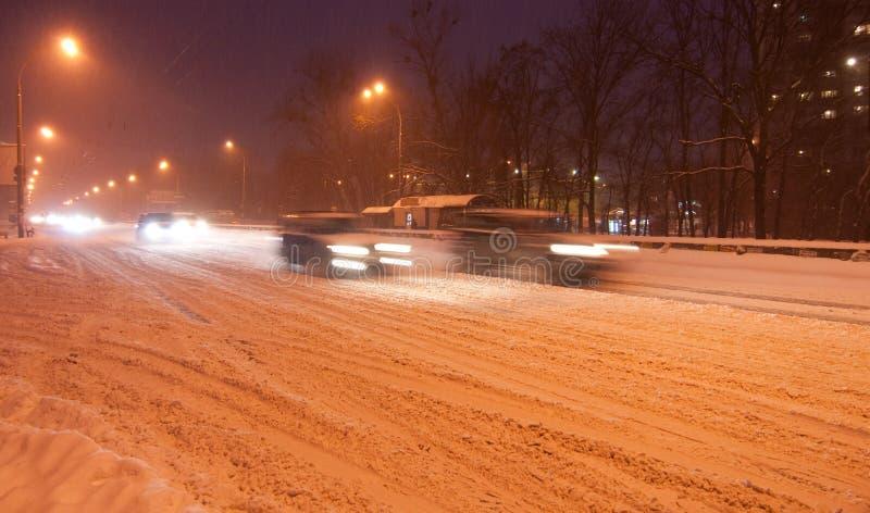 Download Tráfego Da Noite De Kiyv Em Uma Tempestade De Neve Imagem de Stock - Imagem de automóvel, slippery: 16861679