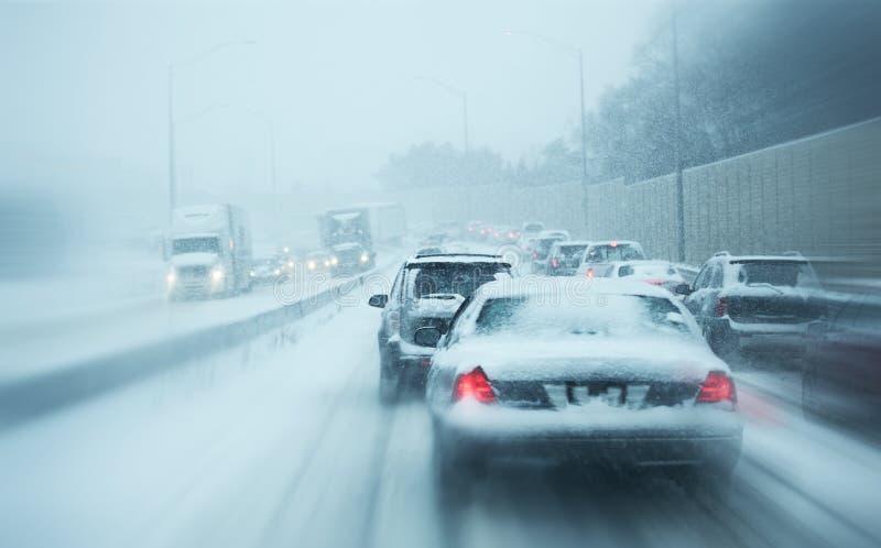 Tráfego da tempestade do inverno foto de stock royalty free