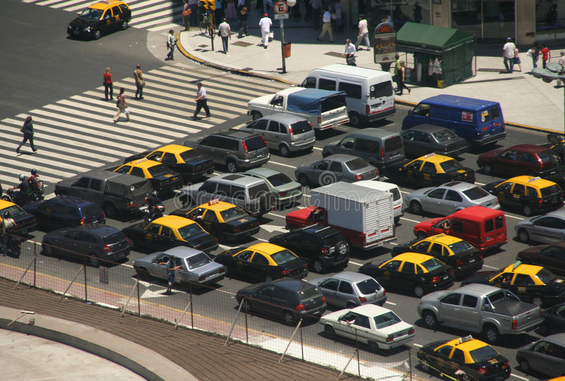 Tráfego das horas de ponta, táxis, vista aérea imagens de stock royalty free