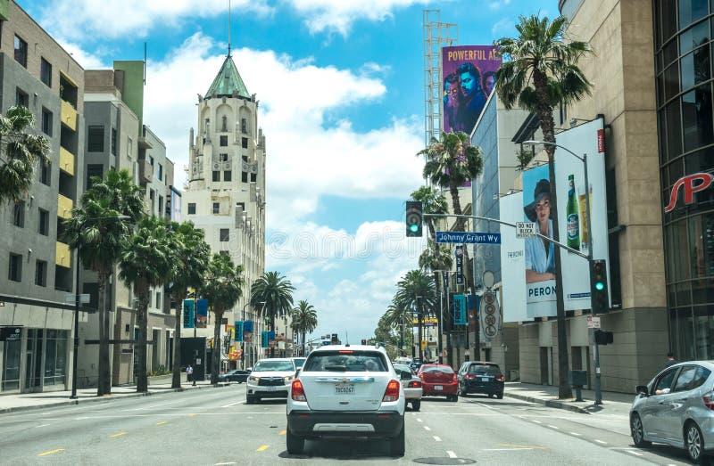 Tráfego de carro do turista no bulevar de Hollywood em Los Angeles Marco cultural de Califórnia, EUA foto de stock