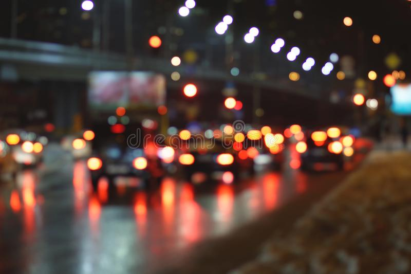 Tráfego de cidade borrado da noite fotografia de stock royalty free