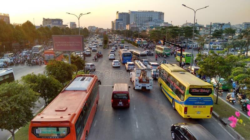 Tráfego denso que conduz ao engarrafamento diário em Ho Chi Minh City imagens de stock royalty free