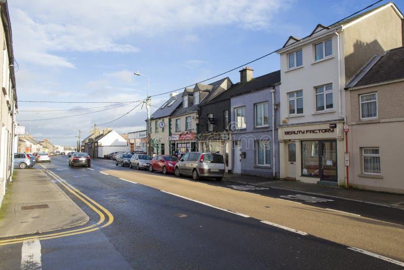 Tráfego do bulevar e da luz em Galway imagem de stock