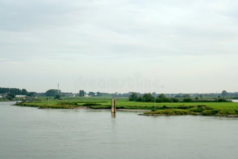Tráfego e vista no rio IJssel fotografia de stock royalty free