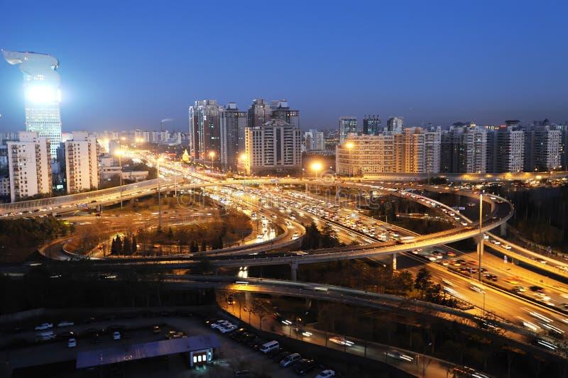 Tráfego em beijing na noite imagens de stock royalty free