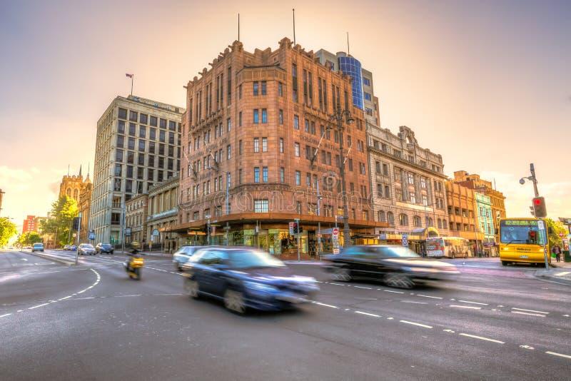 Tráfego na cidade de Hobart no por do sol imagem de stock royalty free