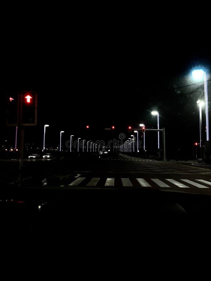 Tráfego na cidade na noite foto de stock