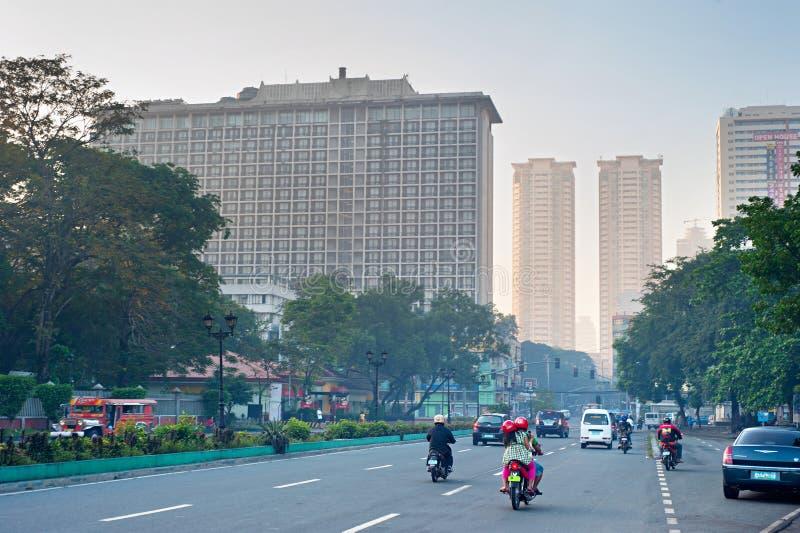 Tráfego na estrada do centro de Manila imagem de stock