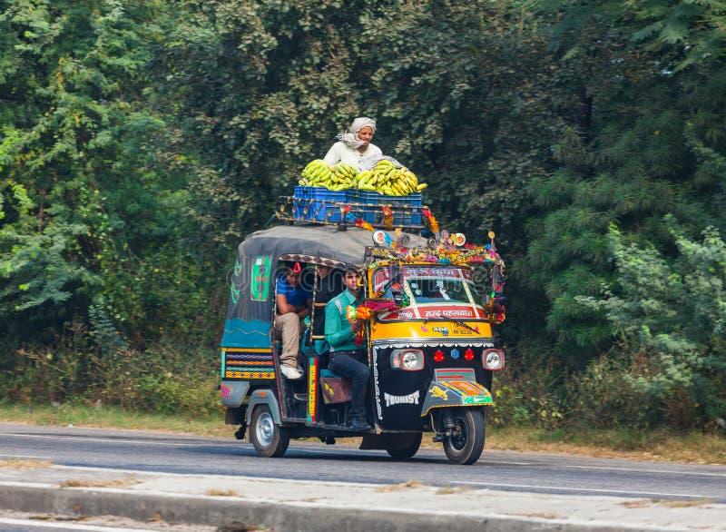 Tráfego nas ruas da Índia fotografia de stock