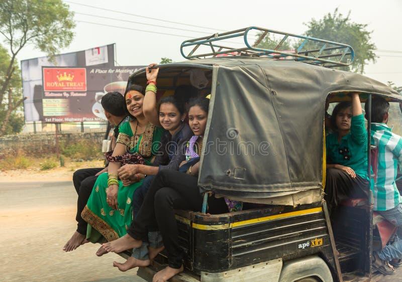 Tráfego nas ruas da Índia imagens de stock