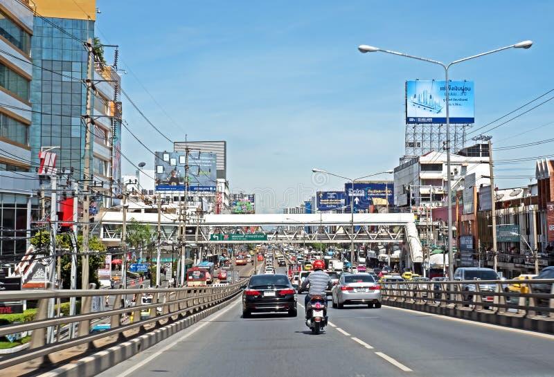 Tráfego rodoviário e ambiente na província de Nonthaburi imagem de stock