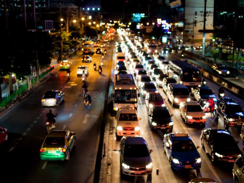 Tráfego urbano da noite na cidade grande fotos de stock royalty free