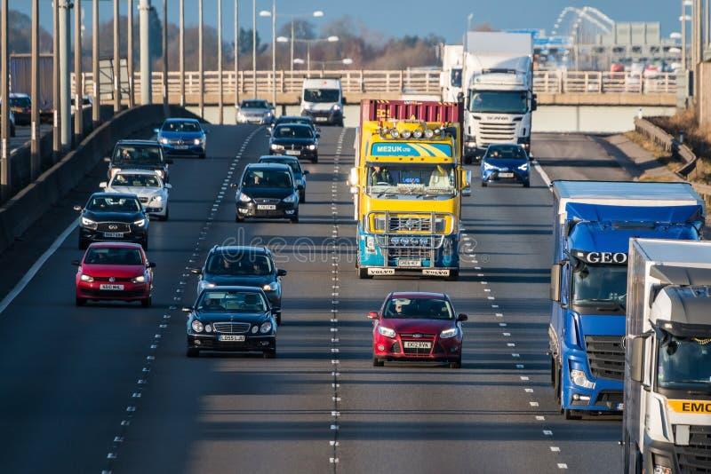Tráfico británico de la autopista M1 foto de archivo