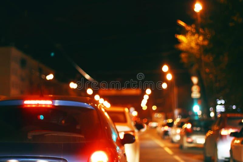 Tráfico de ciudad de la noche fotografía de archivo