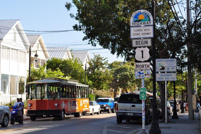 Tráfico de Key West en la carretera 1 imagen de archivo libre de regalías