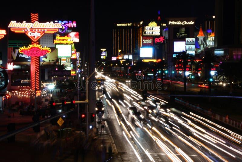 Tráfico de la noche de Vegas fotografía de archivo libre de regalías