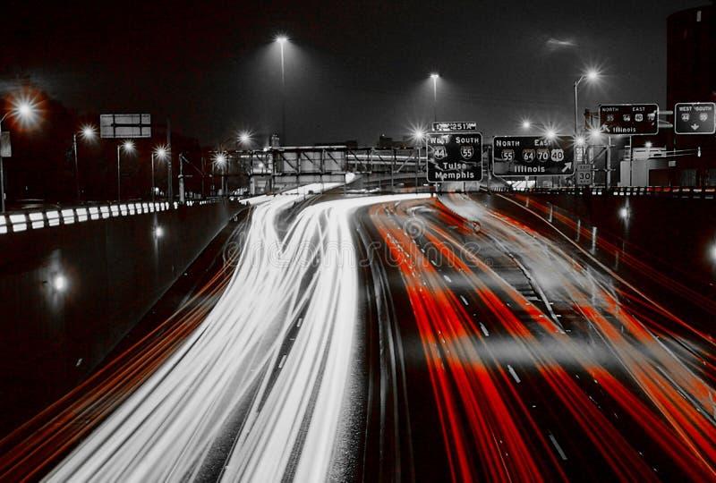 Tráfico de la noche, St. Louis, MES fotos de archivo