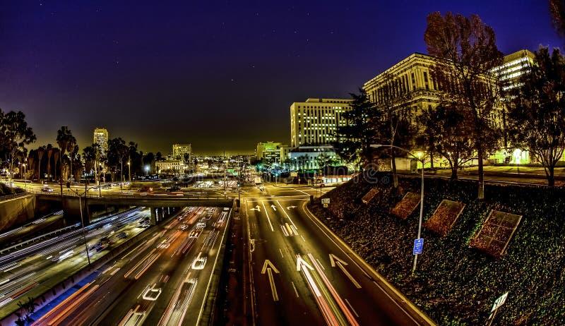 Tráfico de Los Ángeles en la noche fotos de archivo