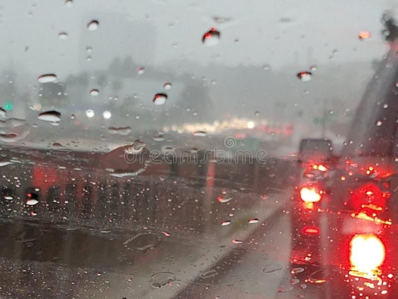 tráfico del tiempo del agua de Los Ángeles de la lluvia de 101 autopistas sin peaje imagen de archivo libre de regalías