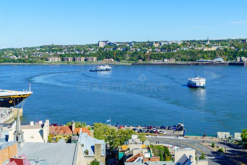 Tráfico del transbordador en el santo Lawrence River, la ciudad de Quebec imagen de archivo