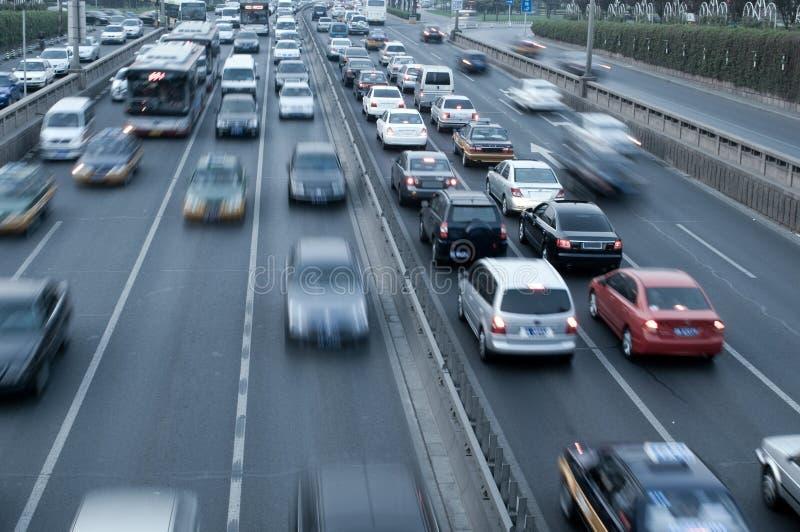 Tráfico del viaje de los automóviles fotos de archivo libres de regalías