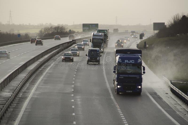 Tráfico en el A421 Bedford England Reino Unido imagen de archivo libre de regalías