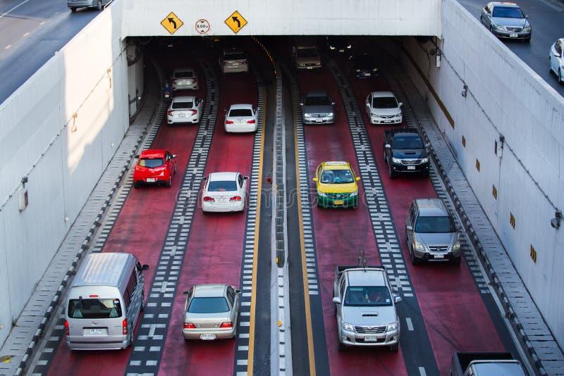 Tráfico en el camino en la cuba de la intersección de la universidad de Kaset Kasetsart fotos de archivo