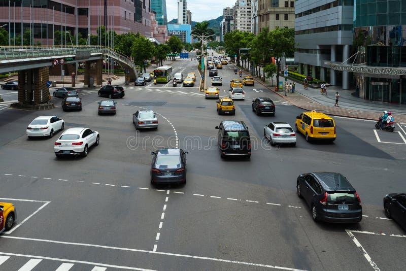 Tráfico en el camino en Taipei, Taiwán fotos de archivo