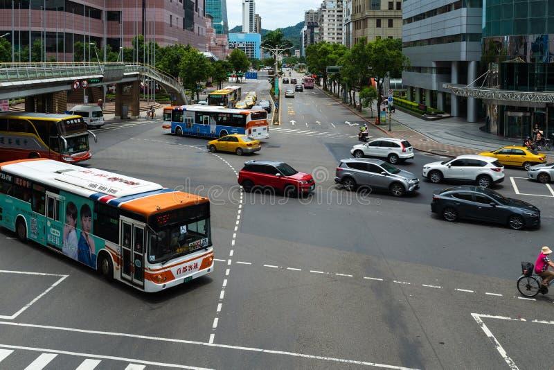 Tráfico en el camino en Taipei, Taiwán imagen de archivo