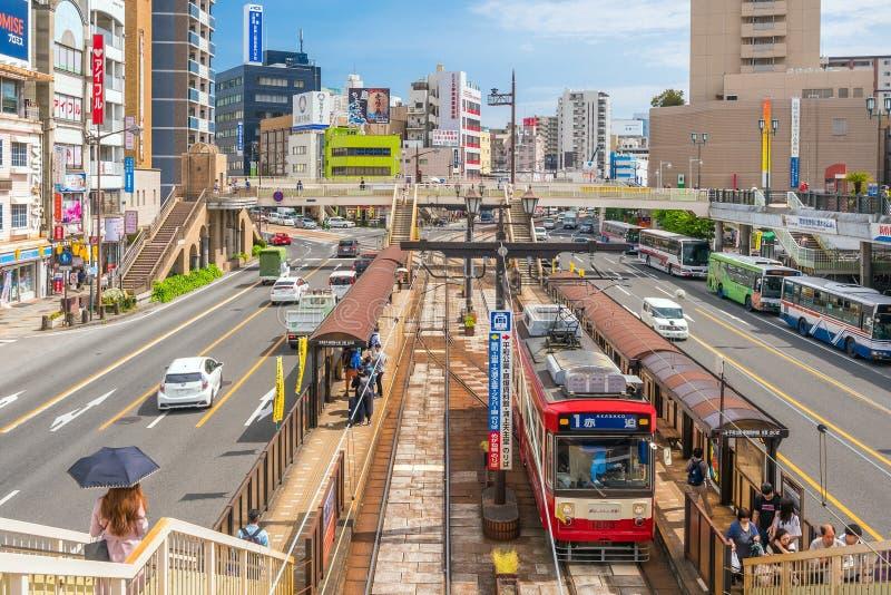Tráfico en el centro de ciudad céntrico de Nagasaki en Japón fotos de archivo libres de regalías