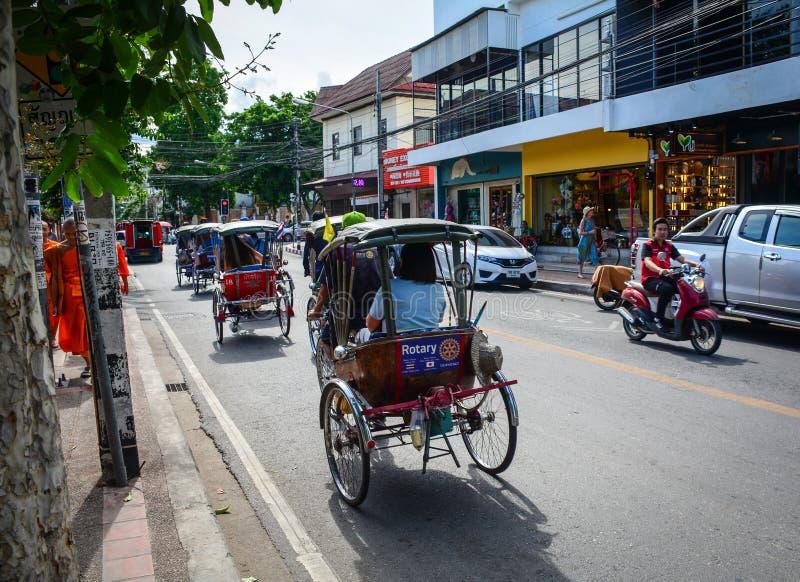 Tráfico en la calle en Chiang Mai, Tailandia foto de archivo libre de regalías
