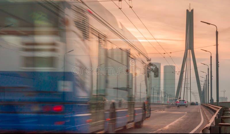 Tráfico en la ciudad de Riga foto de archivo libre de regalías