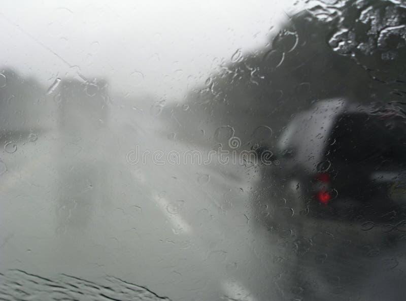 Tráfico en la lluvia imagen de archivo libre de regalías