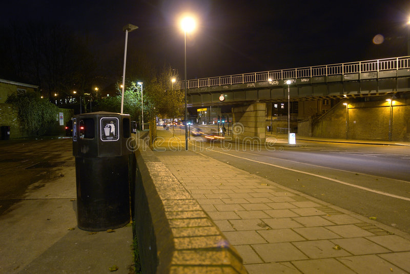 Tráfico en la noche en Inglaterra foto de archivo libre de regalías