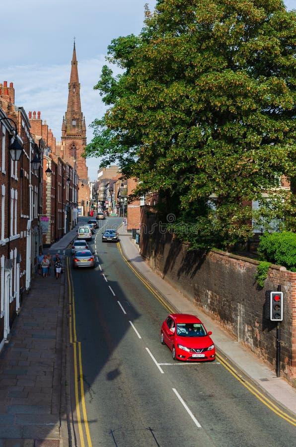 Tráfico en una calle más baja del puente foto de archivo libre de regalías