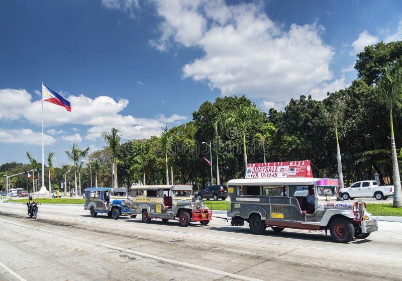 Tráfico local del transporte del autobús de Jeepney en stre céntrico de la ciudad de Manila fotos de archivo libres de regalías