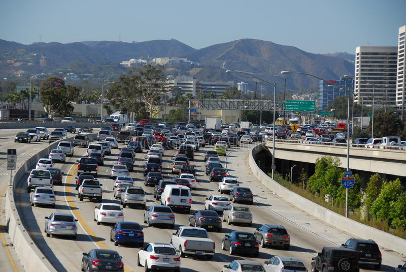 Tráfico Los Ángeles de 405 Fwy fotos de archivo
