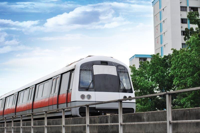 Tránsito rápido total - tren del MRT de Singapur imagenes de archivo